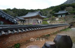 8. 미황사 대웅전과 응진당 전경