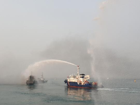 소화포 이용 화재진압 중인 사진 (4)