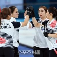 女컬링 집념의 승리, 6점 차 뒤집었다…세계선수권 예선 3위 확정
